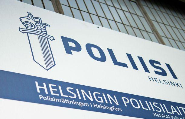 Helsingin poliisi on etsinyt henkilöitä kertomatta heidän asemaansa rikosjutussa. Tutkinnanjohtaja selittää toimenpidettä.