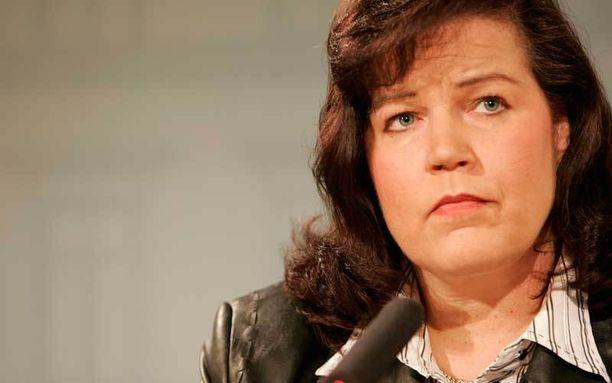 Kansanedustaja Anne Holmlund paljasti syntymäpäivähaastattelussaan kipeän asian yksityiselämästään.