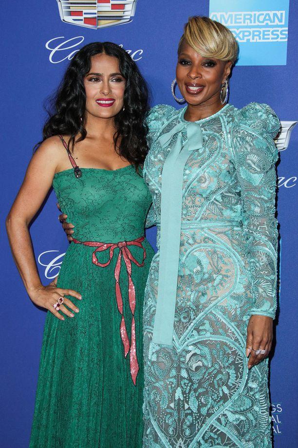 Salma Hayek poseerasi myös vierellään laulaja Mary J. Blige.