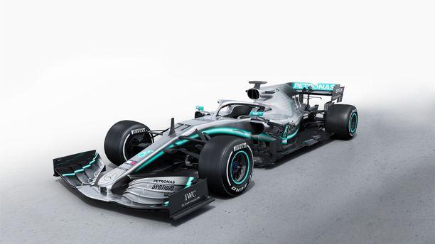 Mersun uusi W10 -auto esiteltiin keskiviikkona Silverstonen radalla.