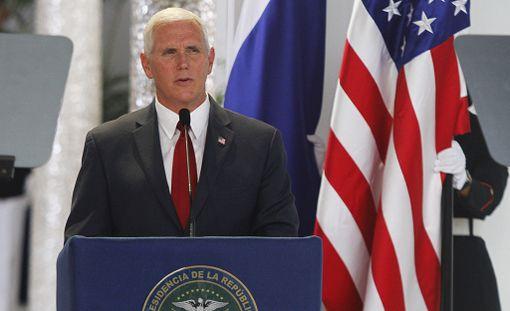 Trumpin itsensä lisäksi varapresidentti Mike Pence on ainoa, joka on kuvan henkilöistä saanut pitää työnsä.