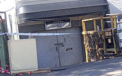Kuvat: Poliisi ratsasi moottoripyöräkerhon tilat Helsingissä – HS: Liittyy 12 ihmisen vangitsemiseen paloittelusurmasta