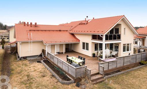 Kivistöstä on aina etsitty paljon muun muassa omakotitaloja. Tässä talossa on pinta-alaa 179,5 neliötä ja sen hintapyyntö on 597 000 euroa.