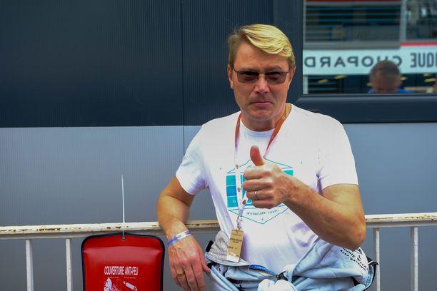 Mika Häkkinen on yhä tuttu näky formulavarikolla. Hän työskentelee muun muassa Valtteri Bottaksen taustatiimissä.