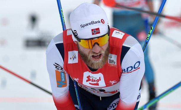 Martin Johnsrud Sundby jäi neljänneksi 15 kilometrillä.