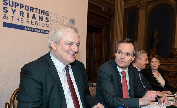 YK:n humanitaaristen asioiden apulaispääsihteerin Stephen O'Brienin (vas.) mukaan apua tarvitaan enemmän kuin koskaan. Vieressä ja ulkomaankauppa- ja kehitysministeri Kai Mykkänen.