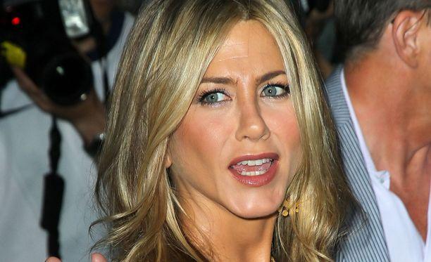 Jennifer Anistonista oli hauskaa näytellä Frendeissä ison tekonenän kanssa.