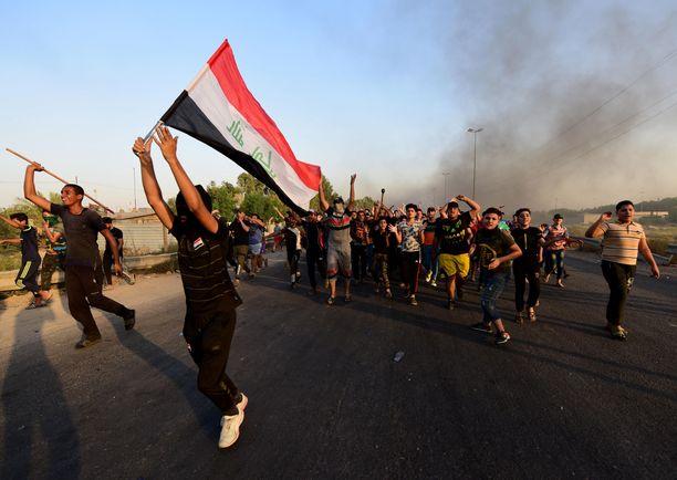Mielenosoittajat ovat kyllästyneitä huonoihin oloihin ja korruptioon.