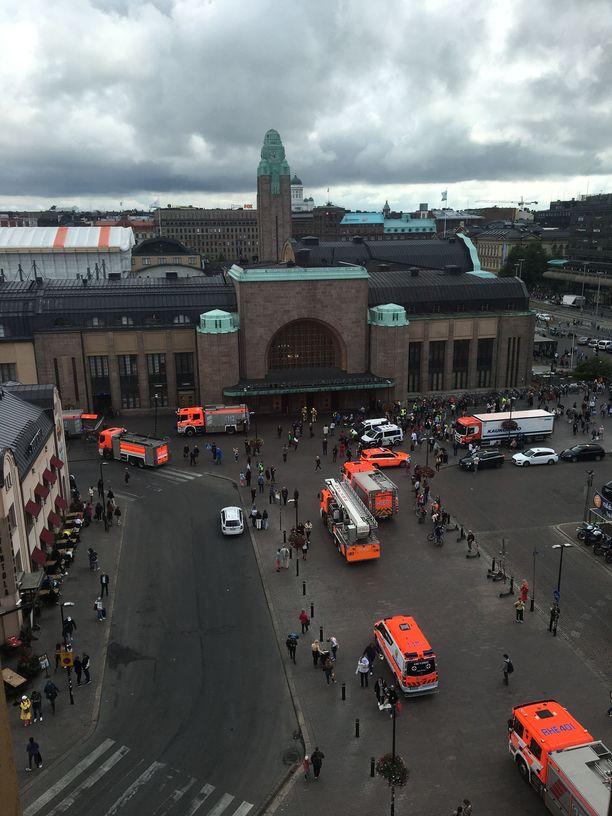 Rautatieasemalle hälytettiin yhdeksän pelastuslaitoksen yksikköä.