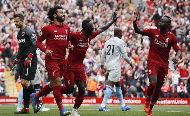 Tuttu näky: Mohamed Salah ja kumppanit saivat tuulettaa sunnuntainakin.