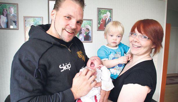 Hyvin meni Hannu Koskinen avusti vaimoaan synnytyksessä hätäkeskuspäivystäjän ohjeiden mukaisesti.