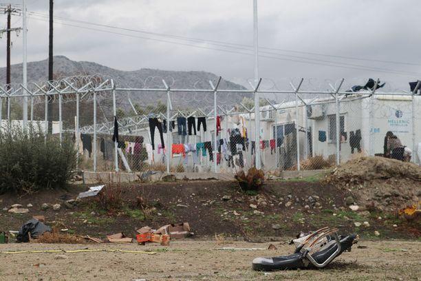 Oinoussesin naapurisaari on Chios, joka on tunnettu pakolaisten väliasemana matkalla kohti manner-Eurooppaa.