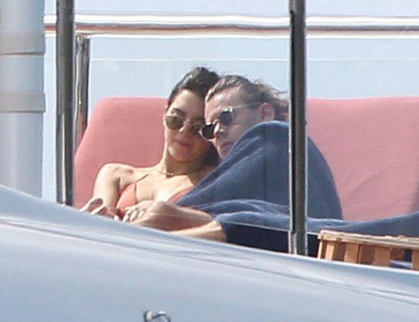 Alkuvuodesta Kendall Jenner ja Harry Styles kuvattiin kuhertelemassa jahdilla.