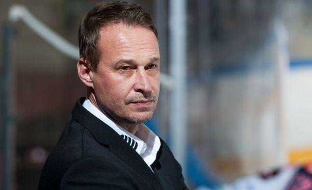 Jarmo Myllys toimii SaPKon apuvalmentajana.