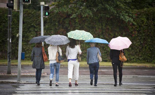 Sade huuhtelee siitepölyä alkuviikon aikana suuressa osassa maata.