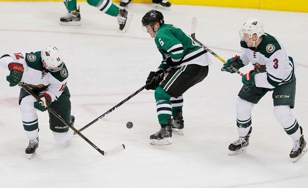 Julius Honka ei aristellut uransa ensimmäisessä NHL-ottelussa.