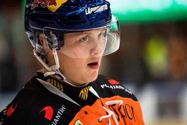 Nuorten maailmanmestari Valtteri Puustinen raateli Kärpät.
