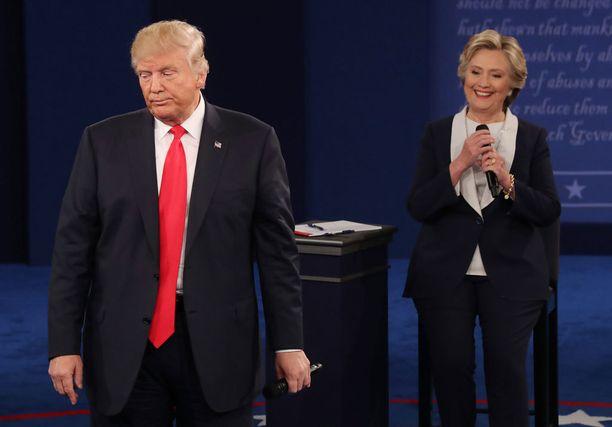 Trump vastasi vain lyhyesti kohunauhaa koskeviin kysymyksiin ja pyrki nopeasti siirtämään puheen muihin aiheisiin.