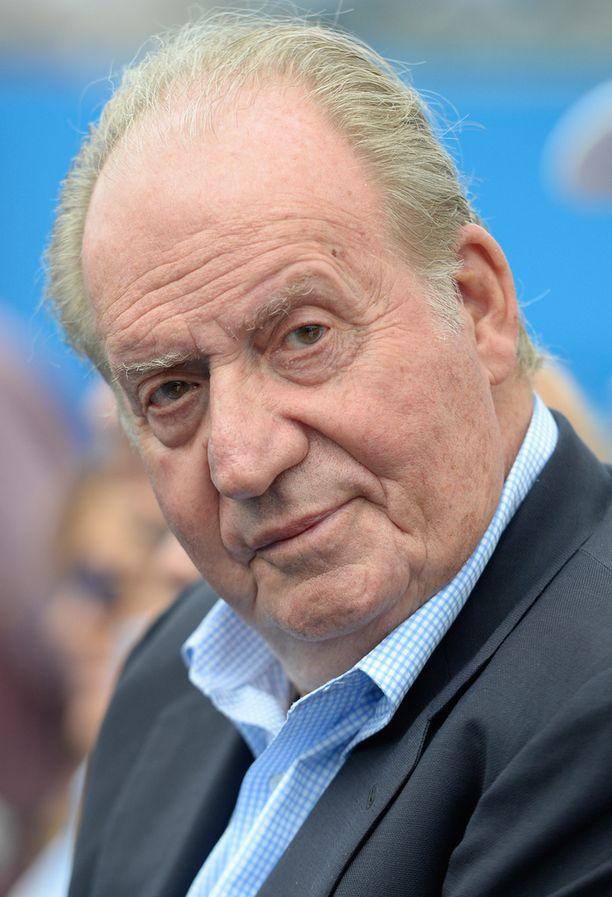 Juan Carlos luovutti kruunun pojalleen Felipelle viime vuoden kesäkuussa.