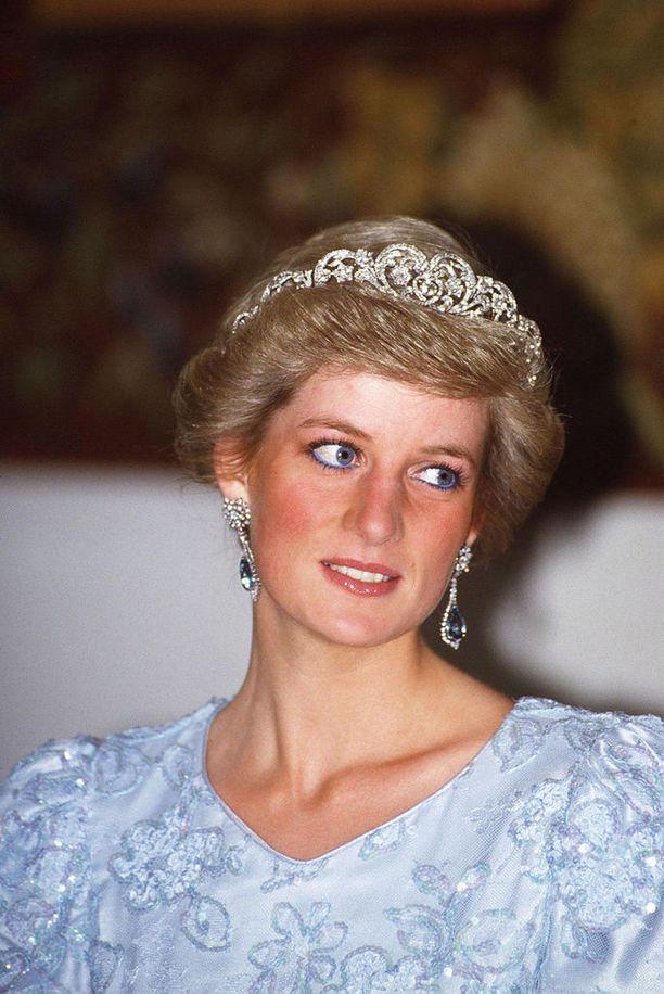 Ihaillun Dianan persoona oli myös ristiriitainen.