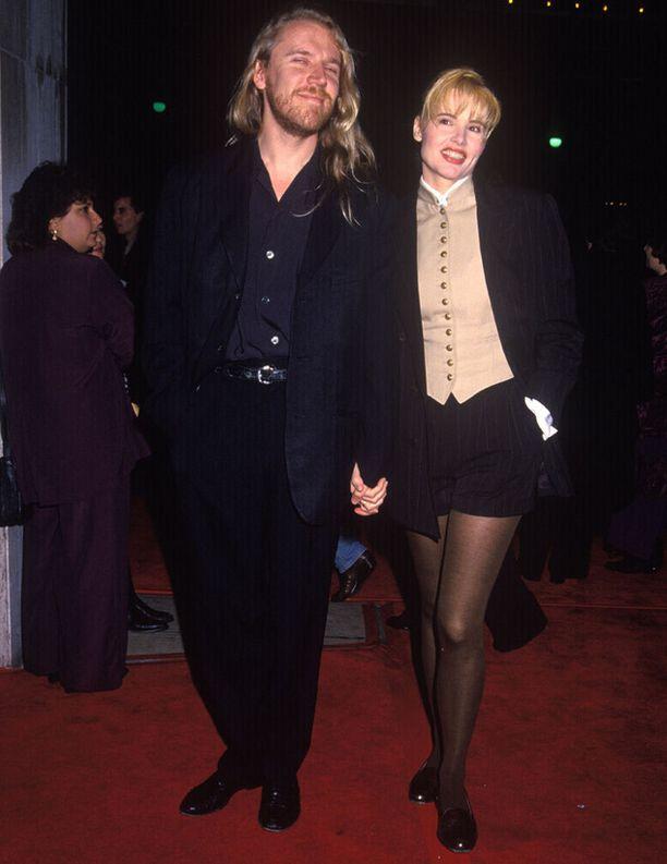 Suomi tuli Geenalle tutuksi, kun hän tutustui ja rakastui ohjaaja Renny Harliniin, josta tuli hänen kolmas aviomiehensä. Pari oli naimisissa vuosina 1993-1998.