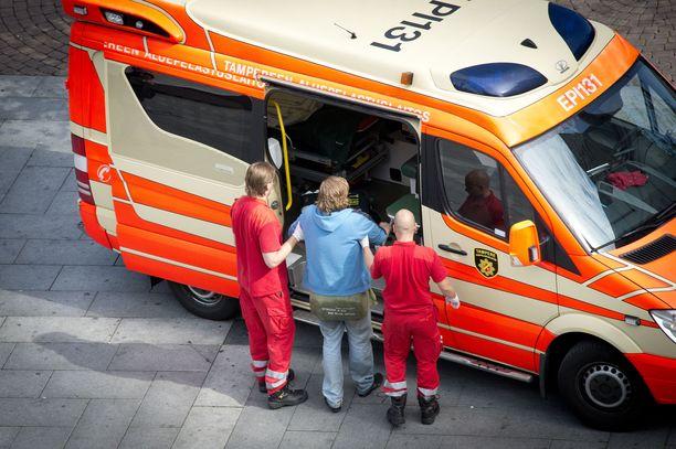 Erica-tietojärjestelmän piti tehostaa hätäkeskustoimintaa, mutta käytännössä se on johtanut siihen, että ambulanssin saapumisessa paikalle kestää usein aiempaa kauemmin. Kuvituskuva.