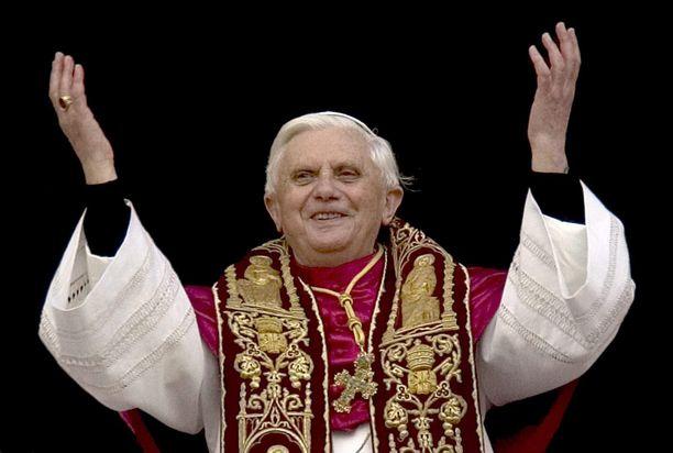 Paavi Benedictus joutui sulkemaan kokonaisen seurakunnan nunnien raiskaustapausten vuoksi vuonna 2005.