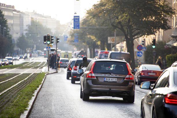Uuden tieliikennelain yksi keskeisiä ideoita on liikenteen sujuvuus, johon liittyy monta uutta määräystä. Jatkossa autoilijan on esimerkiksi ennakoitava toisten toimintaa vaaran välttämiseksi.