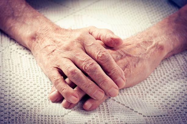 Ikäihmiset ovat muuta väestöä tyytyväisempiä elämäänsä.