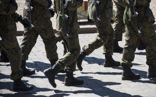 """Armeijan ex-työntekijä väittää: Juopotteluretkiin ja krapulapoissaoloihin harjoituksissa ei puututa - Puolustusvoimien mukaan ongelma on """"selvästi pienentynyt"""""""