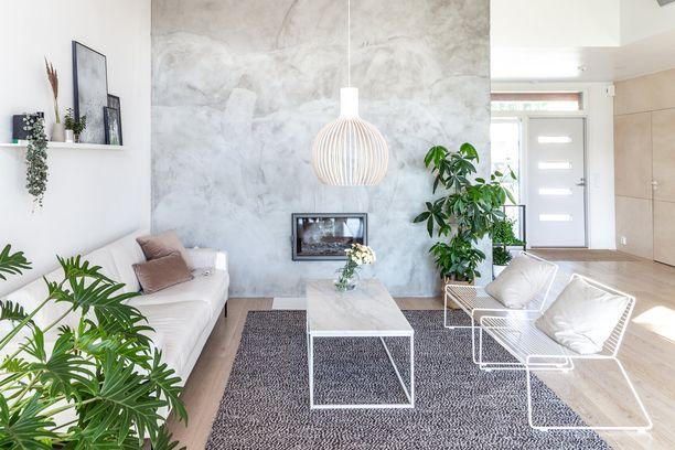 Skandinaavisessa kodissa takkakin voi jatkaa samaa minimalistista tunnelmaa.