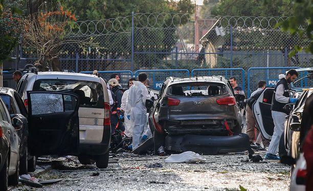 Istanbulin kuvernööri kertoi, että räjähdyksen aiheutti moottoripyörään piilotettu pommi.