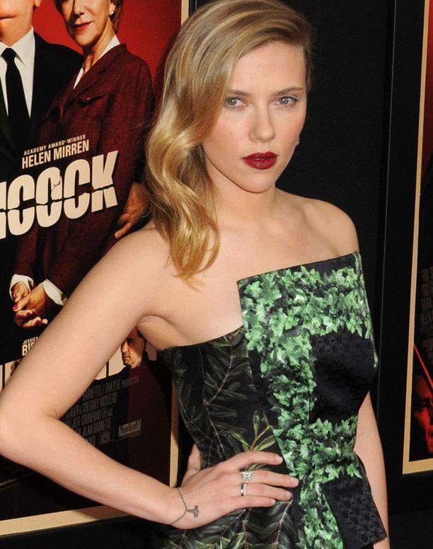 Scarlett Johanssonilla on ikuinen rannekoru.