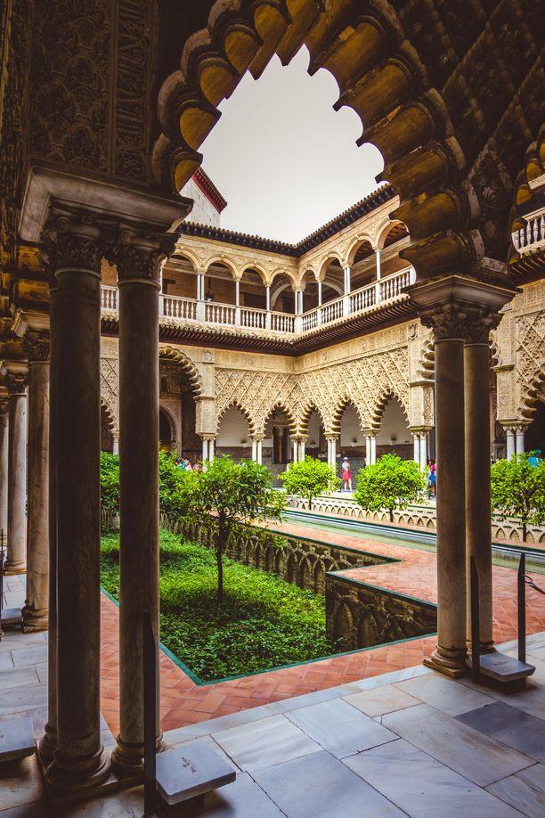 Dornen palatsi sijaitsee oikeasti Espanjan Sevillassa.