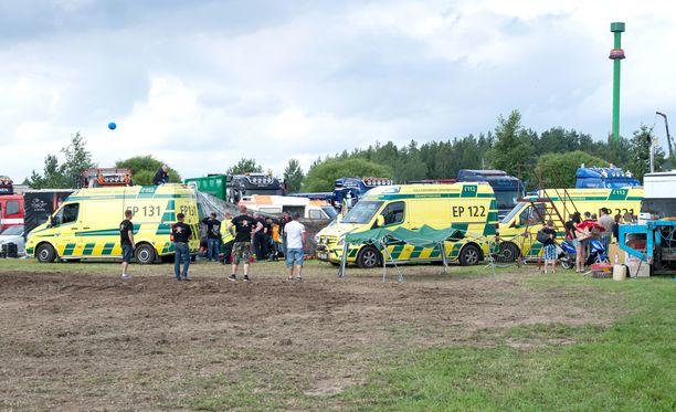 Alahärmän monsteriautoturmassa loukkaantui lauantaina neljä ihmistä.