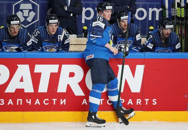 Suomen pelaajat pettyivät MM-finaalissa, kun Kanada voitti jatkoerässä maailmanmestaruuden.