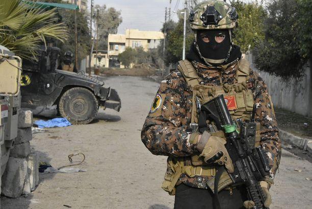 Malik Sabah, 26, kuuluu terrorismin vastaiseen erikoisjoukkoon. Hänen asemapaikkansa on tällä hetkellä ensimmäisessä puolustuslinjassa.