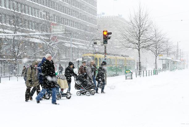Näin talvinen sää Helsingin keskustassa oli joulun 2010 alla, jolloin lunta tuli reilusti etelärannikollakin.