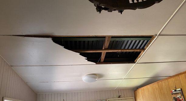 Sieltä ne tulivat keittiön katon läpi...