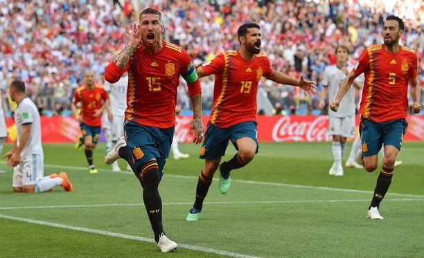 Avauspuoliskolla kaikki oli vielä riemukkaasti: Ramos juhli villisti Venäjän omaa maalia.