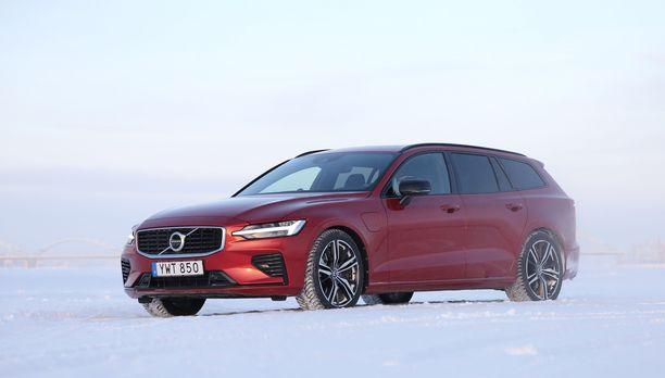 Volvon uuden V60-lataushybridin latauspistoke löytyy kuljettajan oven etupuolelta.