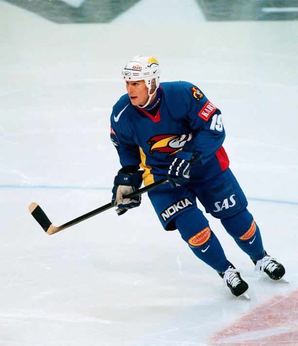 Juha Virtasen viimeiseksi seuraksi jäi Jokerit, jota hän edusti 1999–01.
