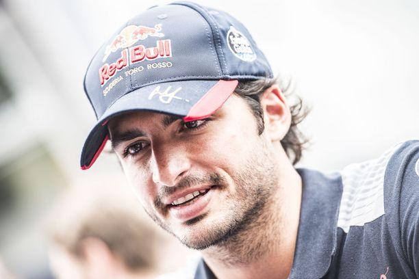 Carlos Sainz on yksi mahdollisista osamaksueristä, mikäli tallit pääsevät sopimukseen ensi kauden moottoreista.