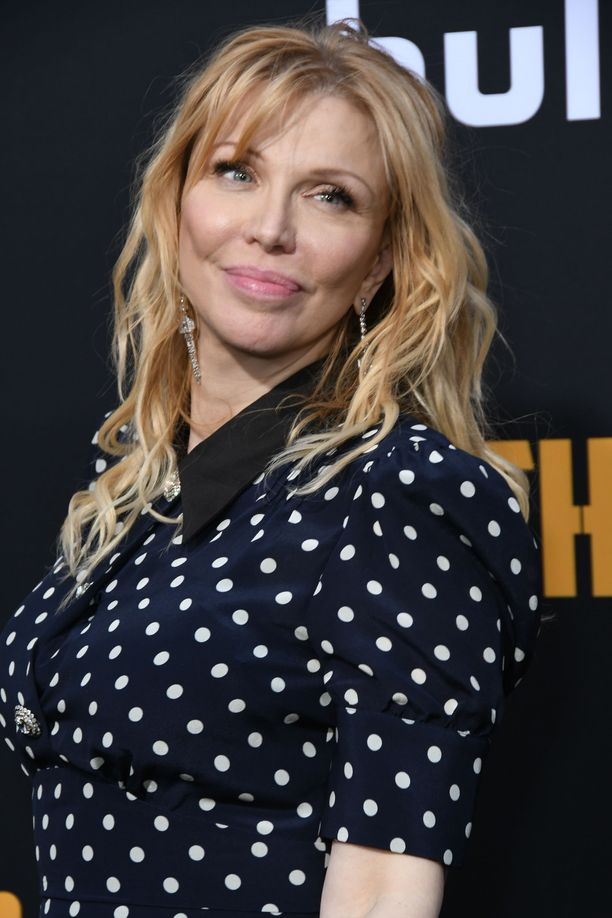 Courtney Love, 55, tunnetaan parhaiten liitostaan Nirvanan edesmenneen laulaja Kurt Cobainin kanssa. Love on Frances Bean Cobainin äiti. Frances tunnetaan esimerkiksi mallina ja taiteilijana.