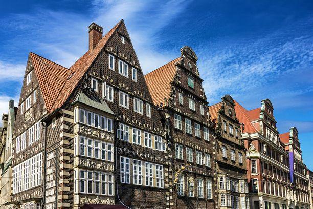 Raatihuoneentorin vanhoja taloja. Bremen on vanha hansakaupunki, jolla on pitkä historia.
