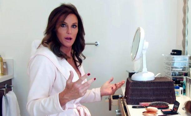 Bruce Jennerin muutos Caitlyniksi on tallennettu tv-sarjaksi. Viime sunnuntaina Jenner vietti ensimmäistä isänpäivää sukupuolenkorjauksen jälkeen.