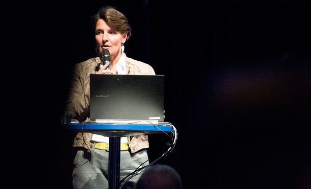 Anne Bernerin mukaan tarkoituksena on uudistaa myös taksien hinnoittelua.