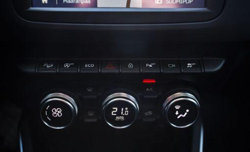 Kytkinrivistö tuo kovasti mieleen Audin kojelaudan.