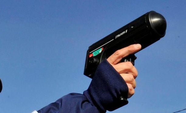 Pohjois-Pohjanmaan poliisipartion käyttämä tutka on tyyppiä Stalker II, jollainen on kuvassa. Kuvan laite ei ole sama yksilö.