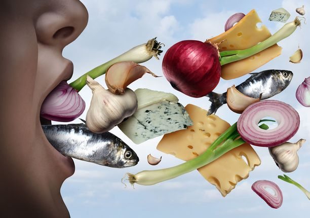 Syöty ruoka voi tuoksahtaa myös hengityksessä seuraavana päivänä.